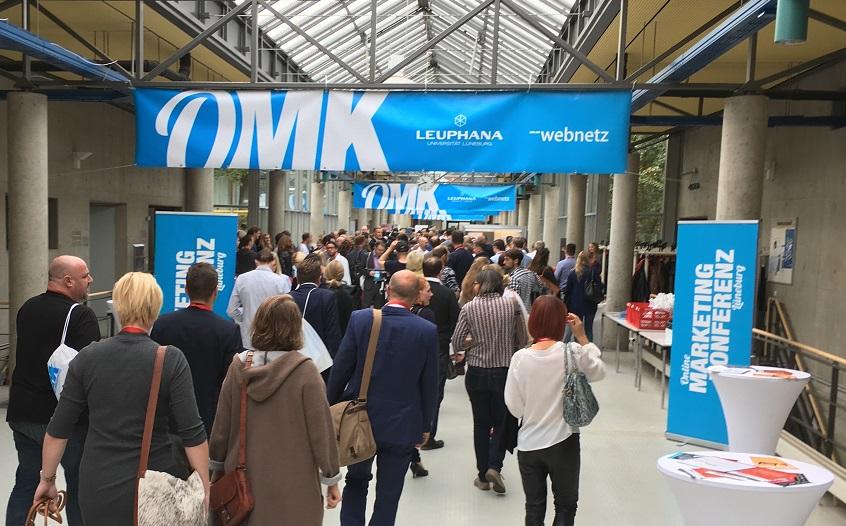 omk-2016 eingang-start der konferenz ironshark nimmt teil Foto von Banner