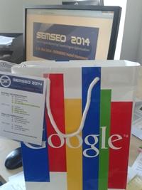 Foto Programm von der SEMSEO 2014 auf Umhängezettel und Google Tüte