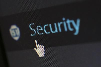 PHP 5.6. wird nicht mehr unterstützt. Dadurch entstehen hohe Sicherheitsrisiken. Mit dem PHP Update auf Version 7.2 umgehen Sie die Sicherheitslücken.